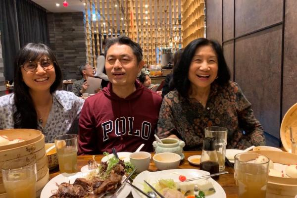 Dr. Nien-Tsu Shen '76 MA and Her Family